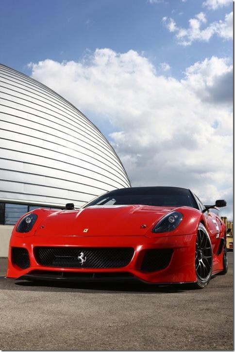 Noul sportcar Ferrari 599XX