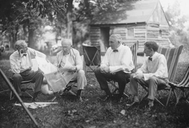Henry Ford (fondatorul Ford Motor Co.), Thomas Edison (inventator al fonograf, camera È™i becul), Warren G. Harding (preÈ™edinte 29 US) È™i Harvey Samuel Fairstoun (fondator al Firestone anvelopei si Rubber Co.)