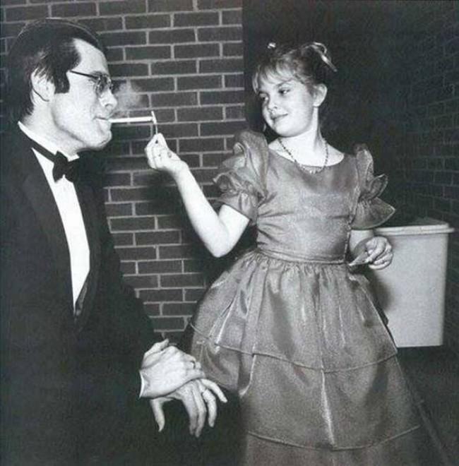 Drew Barrymore dă o lumină de Stephen King.