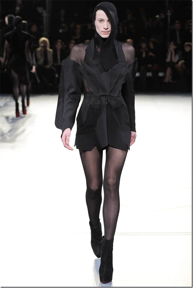 Saptamana de moda la Paris: Mugler (toamna 2012)