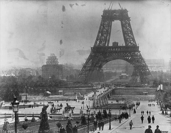Constructii de Turnul Eiffel în iulie 1888