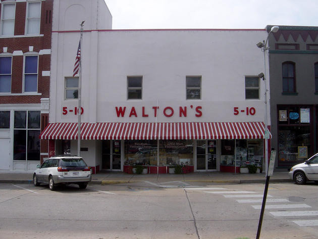 Primul supermarket Wal-Mart a fost deschis în 1962