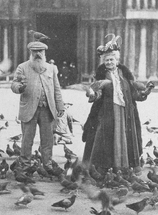 Claude Monet hranesc porumbei cu soÈ›ia sa. VeneÈ›ia, 1908