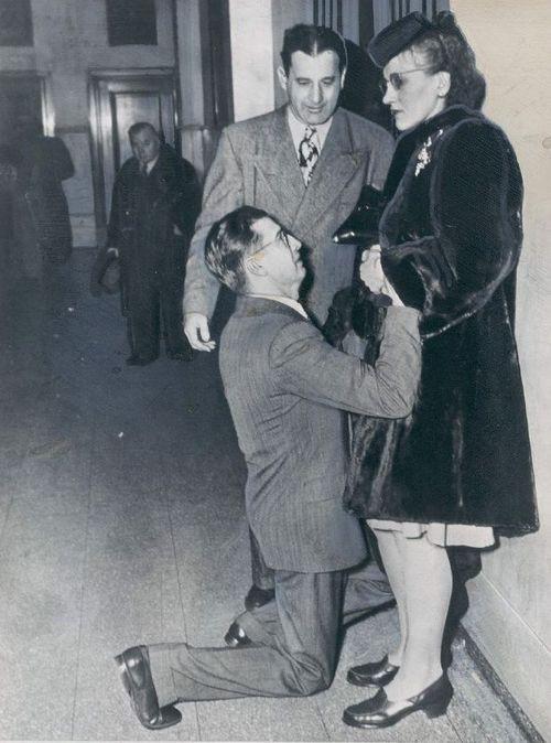 1948. Curtea de divorturi. SUA. Un bărbat cere soția să-l ierte.