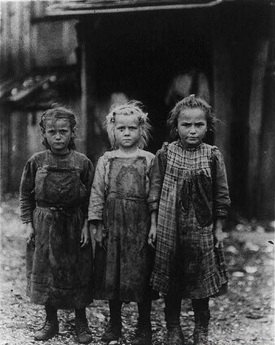 1909. Culegători mici de stridii.