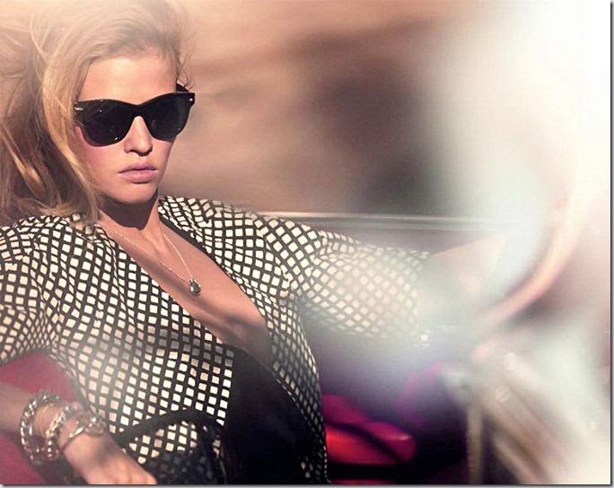 Lara Stone pentru Vogue Paris